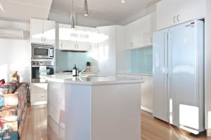 A kitchen or kitchenette at 567 Sandy Bay