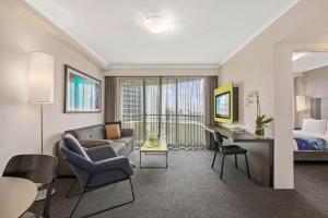 A seating area at Mantra Parramatta