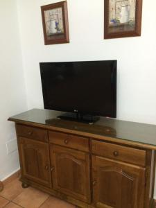 Una televisión o centro de entretenimiento en Villa Gallardo