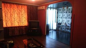 Телевизор и/или развлекательный центр в Современная студия на Набережной 133