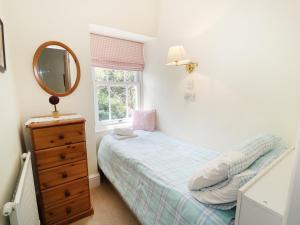 A bed or beds in a room at Tan Y Dderwen, Caernarfon