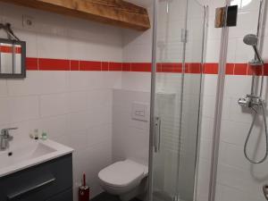 Salle de bains dans l'établissement La grange de la chouette