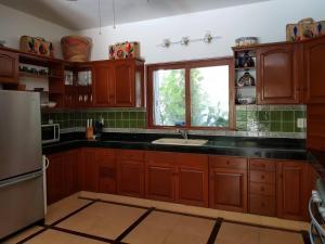 A kitchen or kitchenette at Casa Amarilla Playacar 1