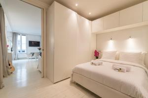 A bed or beds in a room at LUXURY LOFT in Paris - Canal Saint-Martin