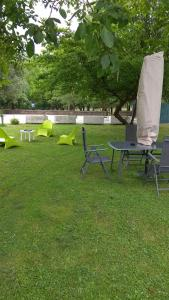 A garden outside Apartamento y Loft Durango