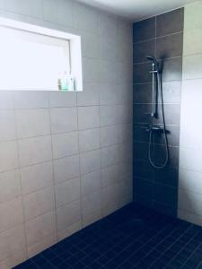 Ett badrum på Johannese Puhkemaja