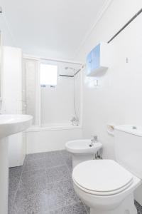 A bathroom at Fidalsa Luna Sea