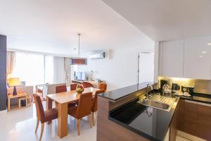 A kitchen or kitchenette at Oakwood Residence Sukhumvit 24