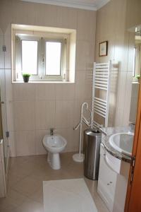 A bathroom at 'Casa do Afonso'