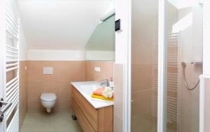 A bathroom at Traubenhof