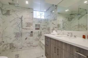 A bathroom at Spacious San Diego Loft + Parking