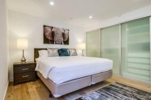 A bed or beds in a room at Spacious San Diego Loft + Parking