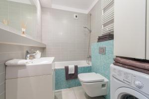 A bathroom at P&O Apartments Wola Park