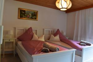 A bed or beds in a room at Ferienhaus am Gebraweg