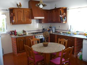 A kitchen or kitchenette at Quinta do Vale