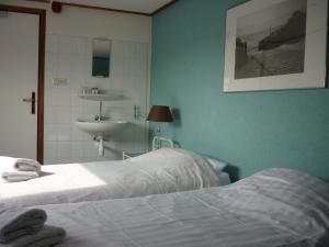 Łóżko lub łóżka w pokoju w obiekcie Appartementen aan den Hogeweg