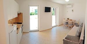 A kitchen or kitchenette at Apartments Dolac