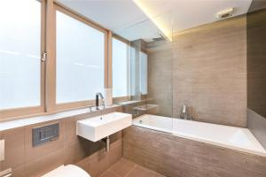 A bathroom at Luxury Apartments in Westminster