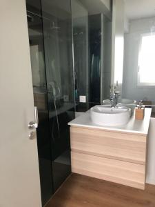 A bathroom at Palmetto Luxury Homes Vigo Centro
