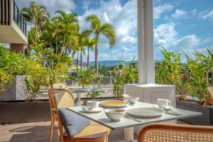 A restaurant or other place to eat at Mirage Whitsundays