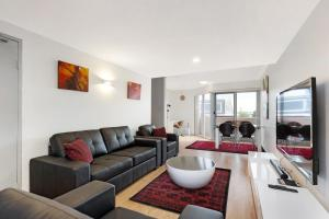 A seating area at Balmain Self-Contained Modern Two-Bedroom Apartment (5738DAR)
