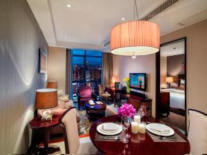 A restaurant or other place to eat at Oakwood Premier Guangzhou