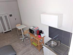 A kitchen or kitchenette at Studio neuf 40 m2