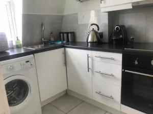 A kitchen or kitchenette at 300m from High Street Kensington Tube