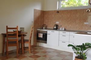 A kitchen or kitchenette at Bokros Vendégház