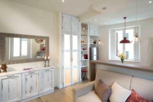 A kitchen or kitchenette at Apartment Florence with Love