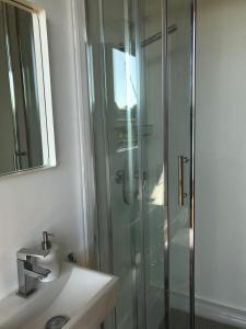 A bathroom at Tiny House