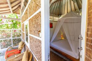 A bunk bed or bunk beds in a room at Les Villas Ottalia Gili Meno