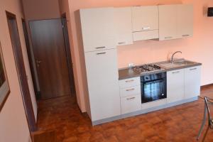 A kitchen or kitchenette at Terrazza sul Lago
