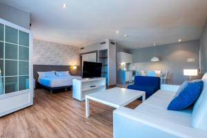 A seating area at Aparthotel HG Jardin de Menorca