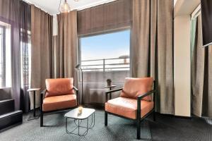 A seating area at Forenom Aparthotel Oslo