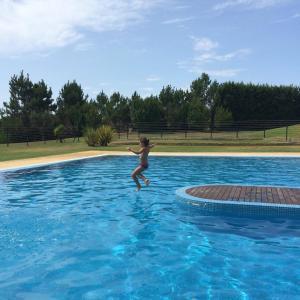 The swimming pool at or near Apartamento 4 - Golf