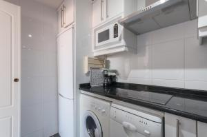 A kitchen or kitchenette at Apartamento Castellana - Colombia - Santiago Bernabeu