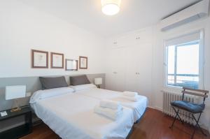 A bed or beds in a room at Apartamento Castellana - Colombia - Santiago Bernabeu