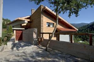 The Reddoorshouse