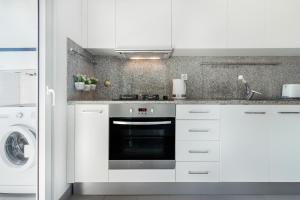 A kitchen or kitchenette at Porto Escape Apartment
