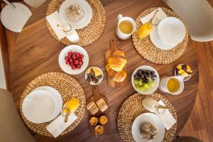 Breakfast options available to guests at Porto Escape Apartment