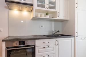 A kitchen or kitchenette at Deluxe Apartment Mimi