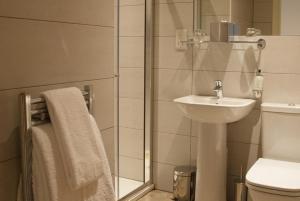 A bathroom at Braid Apartments by Mansley
