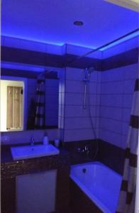 Ванная комната в Apartment on 40 Let Pobedy