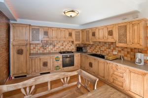 A kitchen or kitchenette at Vila Ambient