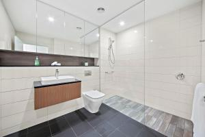 A bathroom at Brand new modern apartment in Leichhardt close to CBD