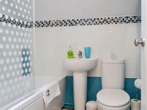 A bathroom at Y Bwthyn
