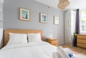 A bed or beds in a room at CMG Champ de Mars/ Grenelle