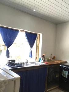 A kitchen or kitchenette at Bora Studio Poerava