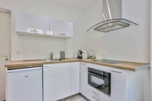 A kitchen or kitchenette at CMG Montorgueil/ Grands Boulevards